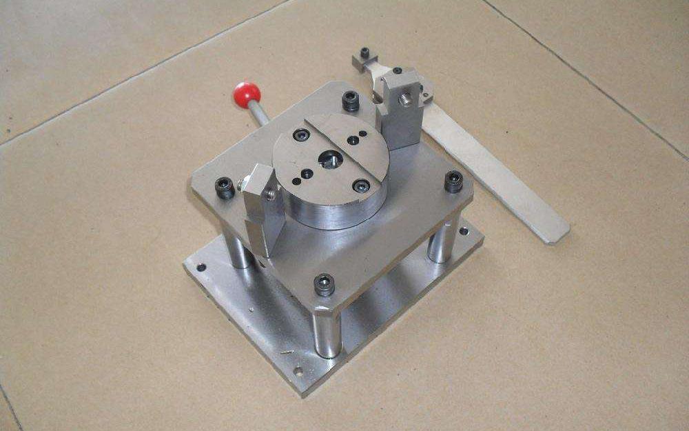 常用的线切割夹具有全能配合夹具,专用铣切夹具,多工位夹具,气动或